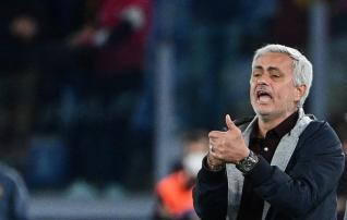 Esimene koperdamine: Napoli võiduseeria katkes norrakatelt sauna saanud Mourinho vastu  (mõlemale treenerile punane!)